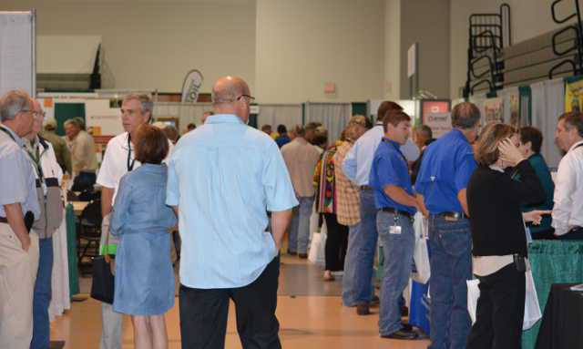 Attendees and exhibitors mingle during the 2014 Florida Citrus Show. Photo by Frank Giles