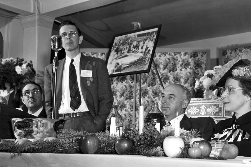 Dick Meister addresses the Washington State Horticultural Association meeting in 1948.
