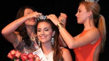 Summer Foley gets crowned Miss Florida Citrus 2015 by 2004 winner Nikki Upthegrove Matthews and reigning Miss Florida Vicotria Cowen