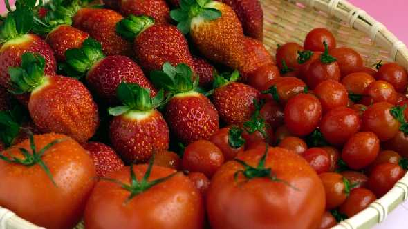 Scientists Seek To Save Flavor Of Tomatoes And Strawberries