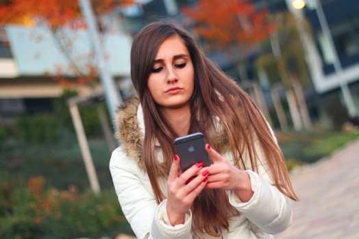girl on smartphone