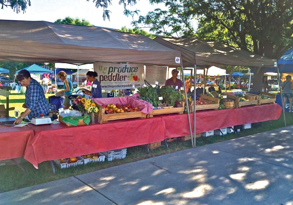 The Produce Peddler's farmers' market display ideas
