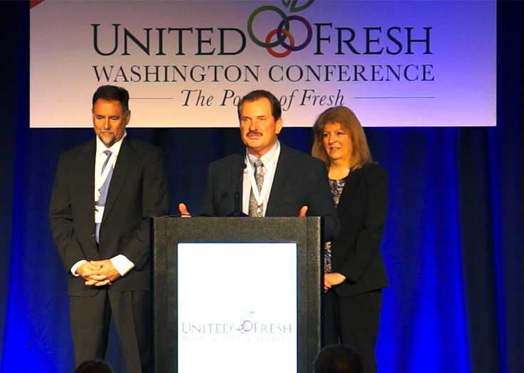 Bob Bender (center) accepts American Vegetable Grower's 2016 Grower Achievement Award from Lonny Smith of AgroLiquid, the award's sponsor, and American Vegetable Grower editor Rosemary Gordon