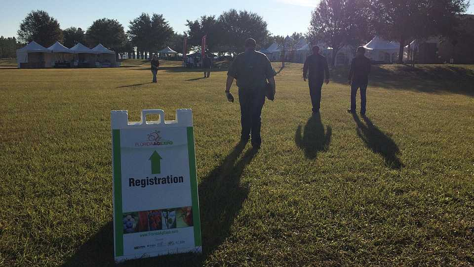 Attendees file into Florida Ag Expo